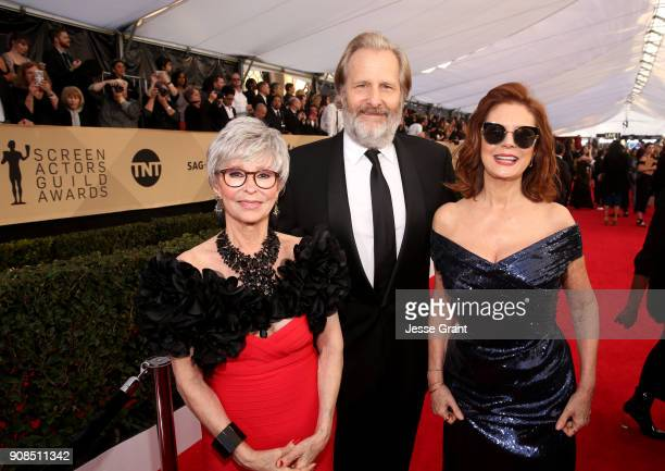 Actors Rita Moreno Jeff Daniels and Susan Sarandon attend the 24th Annual Screen ActorsGuild Awards at The Shrine Auditorium on January 21 2018 in...