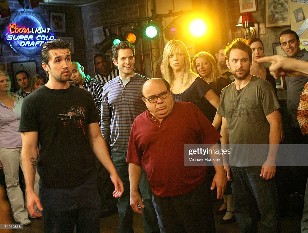 "A Day On Set With ""Its Always Sunny In Philadelphia"" : Nachrichtenfoto"