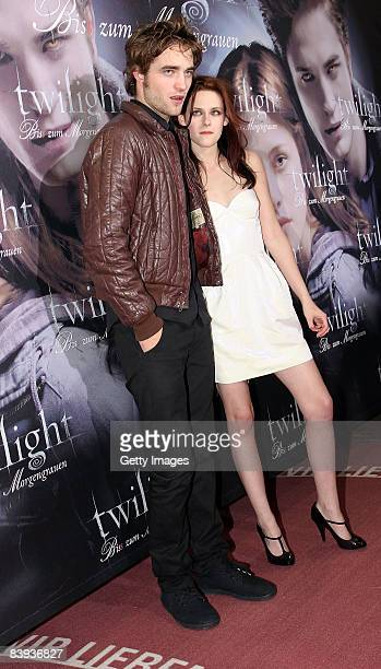 Actors Robert Pattinson and Kristen Stewart arrive for the German premiere of 'Twilight' on December 6 2008 in Munich Germany