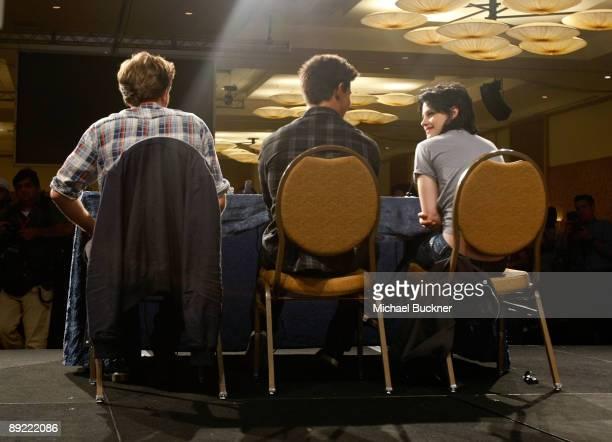 Actors Robert Pattinson Taylor Lautner and Kristen Stewart speak onstage during The Twilight Saga New Moon Summit Entertainment panel during ComicCon...