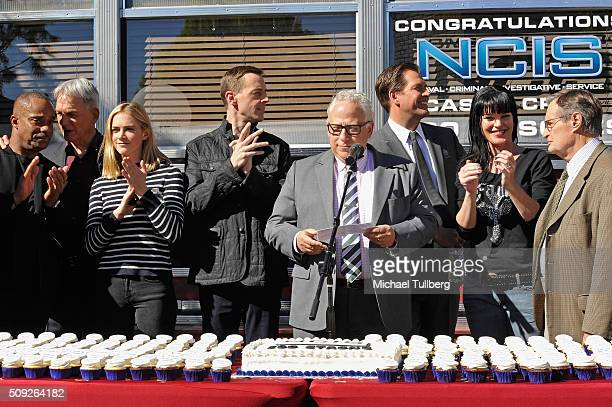 Actors Rocky Carroll Mark Harmon Emily Wickersham and Sean Murray executive producer Gary Glasberg and actors Michael Weatherly Pauley Perrette and...
