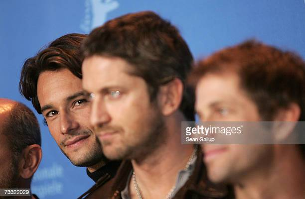 Actors Rodrigo Santoro Gerard Butler and director Zack Snyder attend a photocall to promote the movie '300' during the 57th Berlin International Film...
