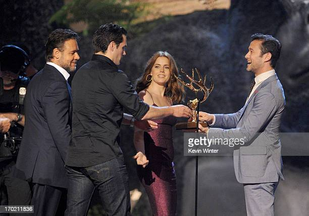 Actors Russell Crowe Henry Cavill Amy Adams and Joseph GordonLevitt speak onstage during Spike TV's Guys Choice 2013 at Sony Pictures Studios on June...