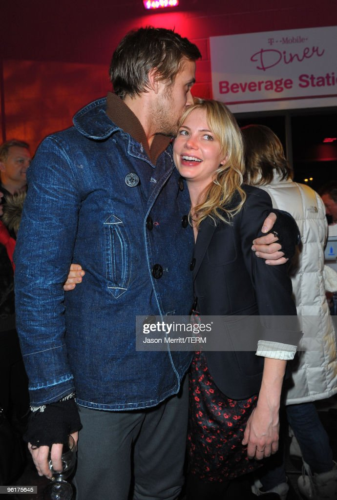 Actors Ryan Gosling And Michelle Williams Attend The U0027Blue Valentineu0027 Party  At The T
