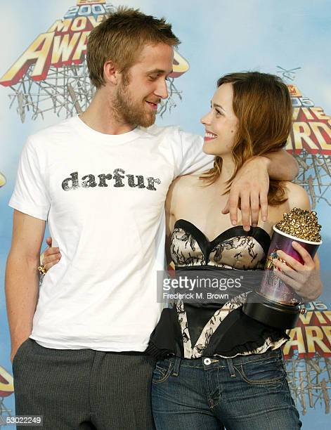 Actors Ryan Gosling and Rachel McAdams winners of Best Kiss for The Notebook pose backstage during the 2005 MTV Movie Awards at the Shrine Auditorium...