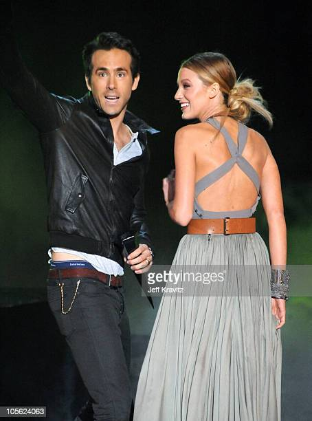 """Actors Ryan Reynolds and Blake Lively accept award onstage during Spike TV's """"Scream 2010"""" at The Greek Theatre on October 16, 2010 in Los Angeles,..."""