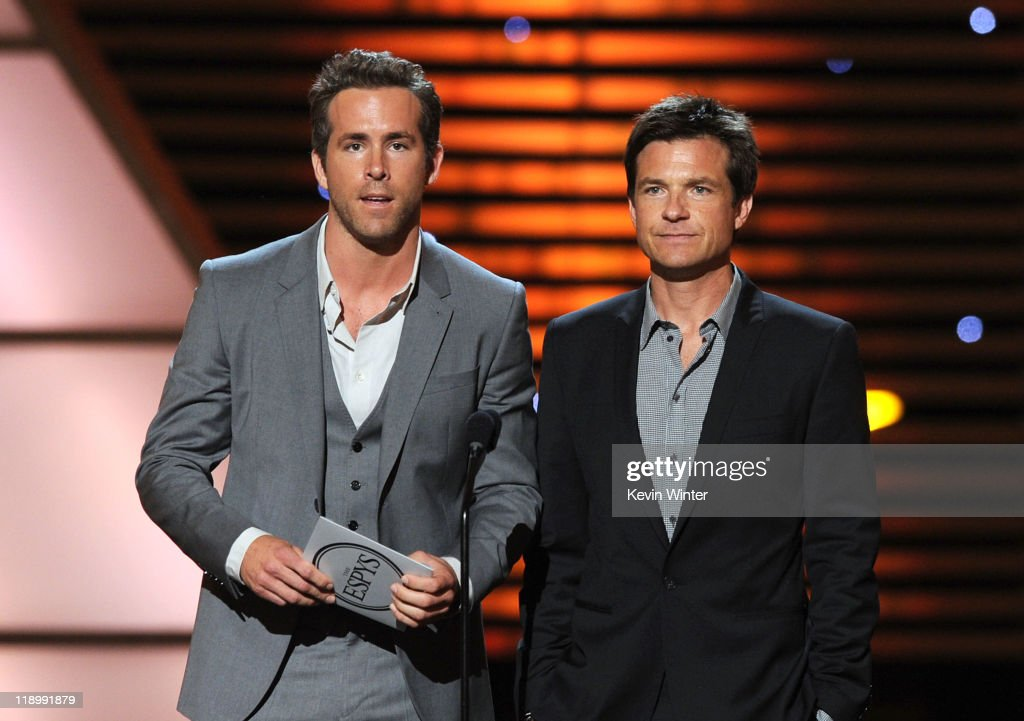 Actors Ryan Reynolds and Jason Bateman present the ESPY for Best Championship Performance during The 2011 ESPY Awards at Nokia Theatre L.A. Live on July 13, 2011 in Los Angeles, California.