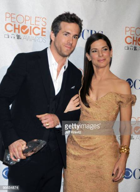 Actors Ryan Reynolds and Sandra Bullock poses in the press room at the People's Choice Awards 2010 held at Nokia Theatre L.A. Live on January 6, 2010...
