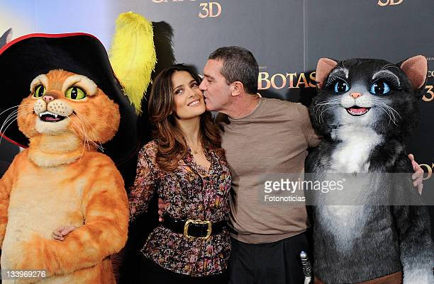 Actors Salma Hayek and Antonio Banderas attend a photocall for 'El Gato Con Botas' at the Villamagna Hotel on November 23, 2011 in Madrid, Spain.