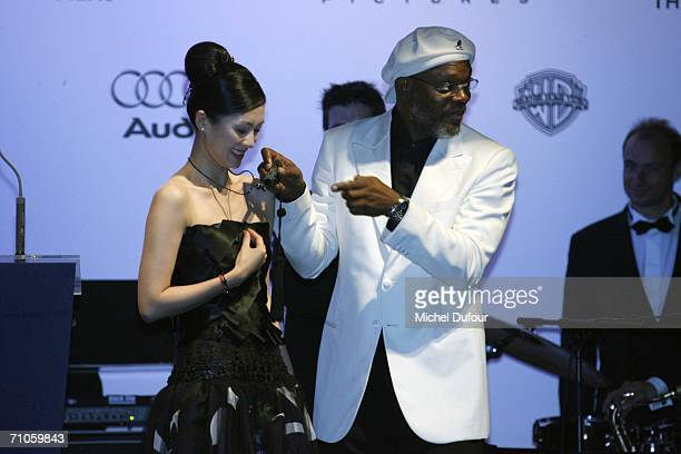 """Actors Samuel Jackson and Zhang Ziyi participate in the auction at """"Cinema Against AIDS 2006"""", the annual event in aid of amfAR at Le Moulin de..."""