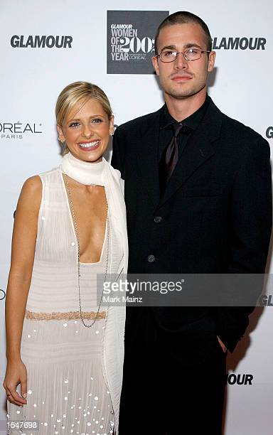Actors Sarah Michelle Gellar and Freddie Prinze Jr attend the 13th Annual Glamour Women of the Year Awards on October 28 2002 at the Metropolitan...