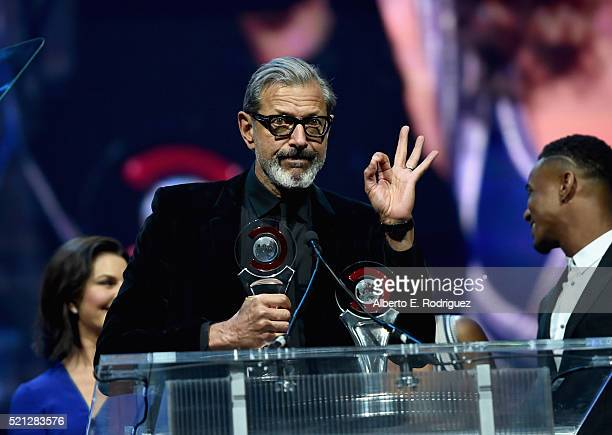 Actors Sela Ward Jeff Goldblum and Jessie Usher accept the Ensemble of the Universe Award for Independence Day Resurgence during the CinemaCon Big...