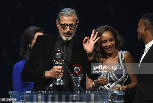 Actors Sela Ward Jeff Goldblum Vivica A Fox and Jessie Usher accept the Ensemble of the Universe Award for Independence Day Resurgence during the...