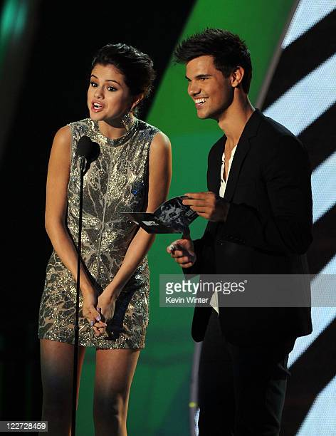 Actors Selena Gomez and Taylor Lautner speak onstage during the 2011 MTV Video Music Awards at Nokia Theatre LA LIVE on August 28 2011 in Los Angeles...