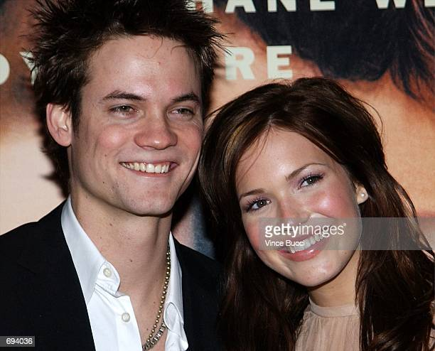 Actors Shane West and Mandy Moore attend the premiere of the film A Walk To Remember January 23 2002 at the Chinese Theatre in Hollywodd CA