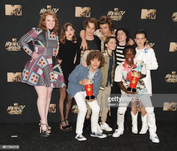 Actors Shannon Purser Natalia Dyer Charlie Heaton Gaten Matarazzo Caleb McLaughlin Noah Schnapp Finn Wolfhard Joe Keery and Millie Bobby Brown of...