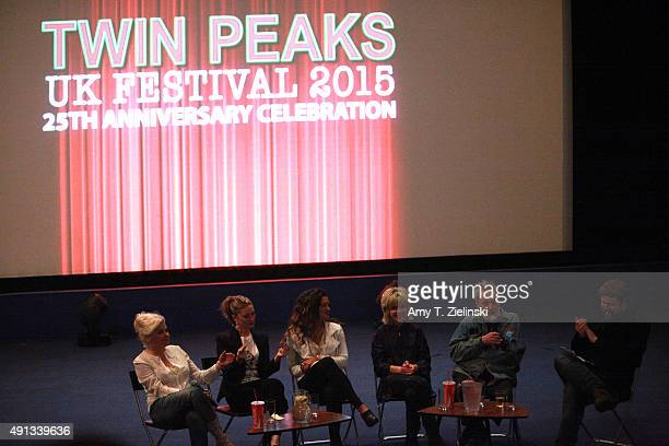 Actors Sherilyn Fenn Madchen Amick with her daugther singer Mina Tobias singer Julee Cruise and actor Al Strobel attend a QA with a writer from Time...