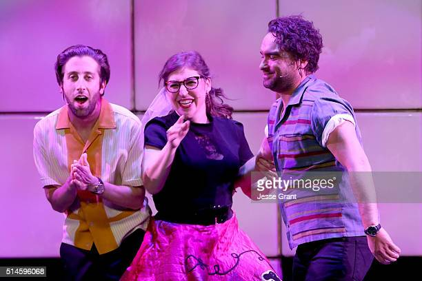 Actors Simon Helberg Mayim Bialik and Johnny Galecki perform onstage during the 24th and final A Night at Sardi's to benefit the Alzheimer's...
