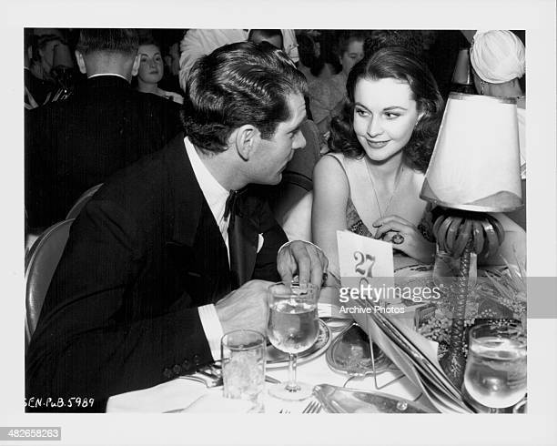 Actors Sir Laurence Olivier and Vivien Leigh at an awards ceremony circa 1945