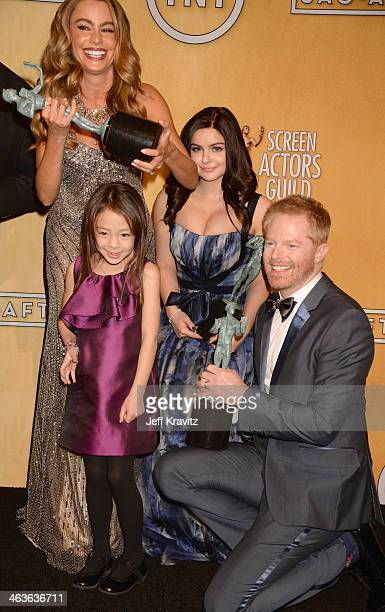Actors Sofía Vergara Aubrey AndersonEmmons Ariel Winter and Jesse Tyler Ferguson pose in the press room during the 20th Annual Screen Actors Guild...