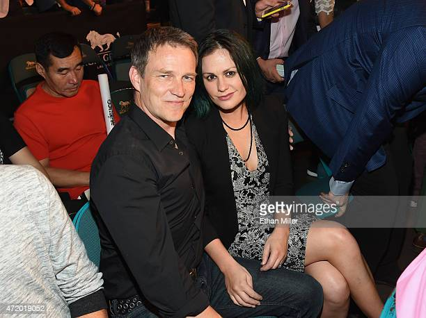 Actors Stephen Moyer and Anna Paquin pose ringside at 'Mayweather VS Pacquiao' presented by SHOWTIME PPV And HBO PPV at MGM Grand Garden Arena on May...
