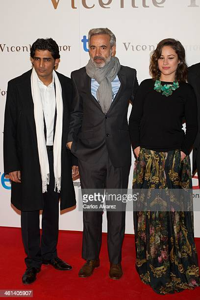 Actors Sunny Singh Imanol Arias and Aida Folch attend the Vicente Ferrer premiere at the Callao cinema on January 8 2014 in Madrid Spain