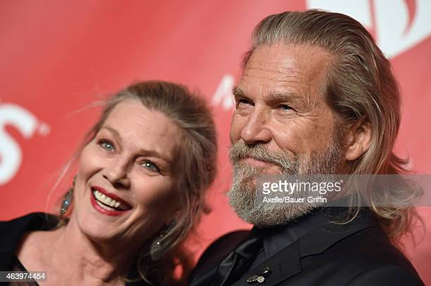 Actors Susan Geston and Jeff Bridges arrive at the 2015 MusiCares Person of The Year honoring Bob Dylan at Los Angeles Convention Center on February...