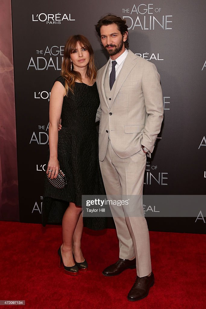 Actors Tara Elders and Michiel Huisman attend 'The Age of Adaline' premiere at AMC Loews Lincoln Square 13 theater on April 19, 2015 in New York City.