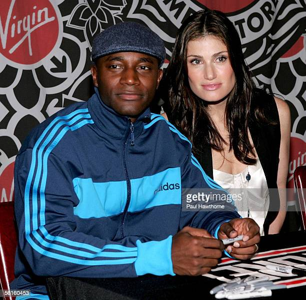 Actors Taye Diggs and Idina Menzel from the movie cast of Rent make an appearance at the Virgin Megastore Times Square November 14 2005 in New York...