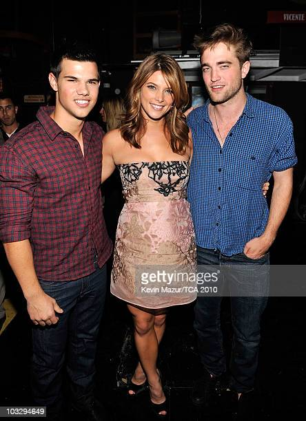 Actors Taylor Lautner Ashley Greene and Robert Pattinson attend the 2010 Teen Choice Awards at Gibson Amphitheatre on August 8 2010 in Universal City...