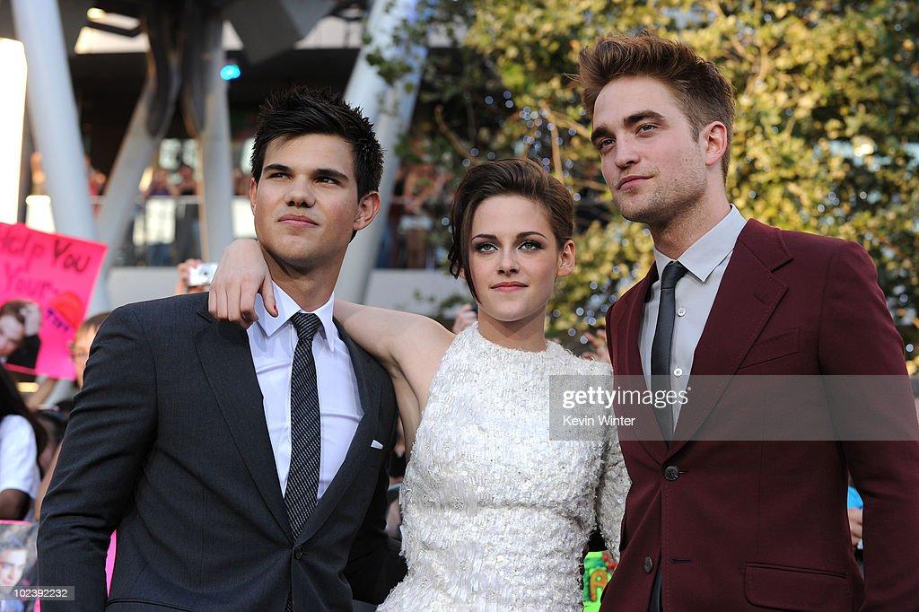 "Premiere Of Summit Entertainment's ""The Twilight Saga: Eclipse"" - Arrivals : News Photo"
