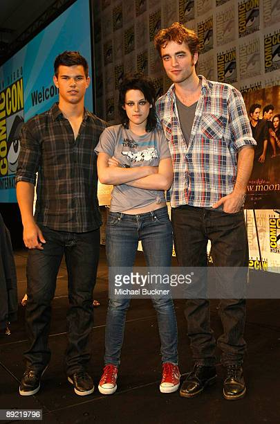 Actors Taylor Lautner Kristen Stewart and Robert Pattinson attend The Twilight Saga New Moon Summit Entertainment panel during ComicCon 2009 held at...