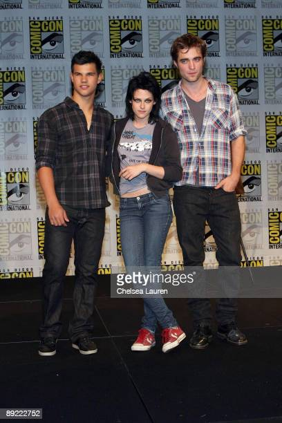Actors Taylor Lautner Kristen Stewart and Robert Pattinson attend the New Moon Press Conference at Hilton San Diego Bayfront Hotel on July 23 2009 in...