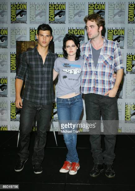 Actors Taylor Lautner Kristen Stewart and Robert Pattinson attend the 2009 ComicCon Twilight New Moon press conference held at the Hilton San Diego...
