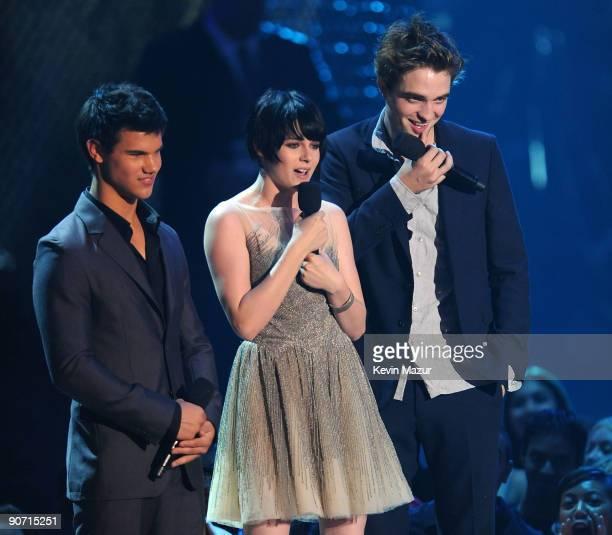 Actors Taylor Lautner Kristen Stewart and Robert Pattinson speak onstage during the 2009 MTV Video Music Awards at Radio City Music Hall on September...