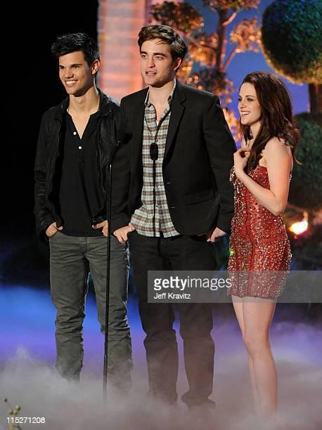 Actors Taylor Lautner Robert Pattinson and Kristen Stewart speak onstage during the 2011 MTV Movie Awards at Universal Studios' Gibson Amphitheatre...