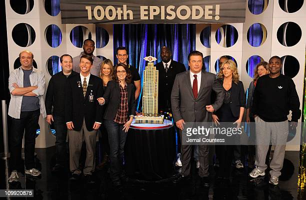 Actors Tina Fey Alec Baldwin Jane Krakowski and Tracy Morgan with the cast of '30 Rock' attend the '30 Rock' 100th Episode Celebration at Silver Cup...