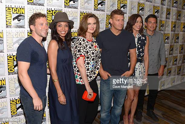 "Actors T.J. Thyne, Tamara Taylor, Emily Deschanel, David Boreanaz, Michaela Conlin and John Boyd attend Comic-Con International 2016 ""Bones"" press..."