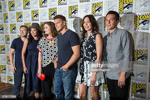 Actors TJ Thyne Tamara Taylor Emily Deschanel David Boreanaz Michaela Conlin and John Boyd attend the 'Bones' press line at ComicCon International...
