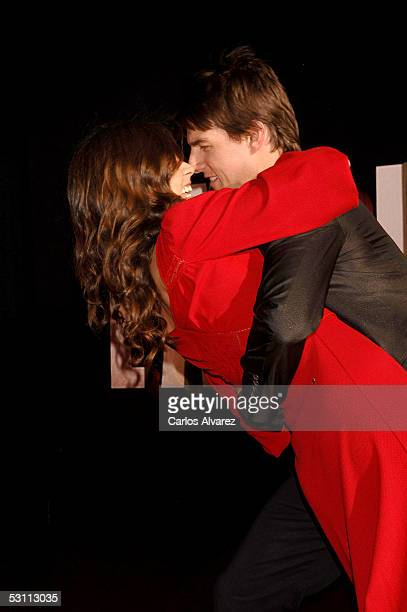 Actors Tom Cruise and fiancee Katie Holmes arrive at the Spanish premiere for War of the Worlds at the Palacio de la Musica cinema on June 21 2005 in...