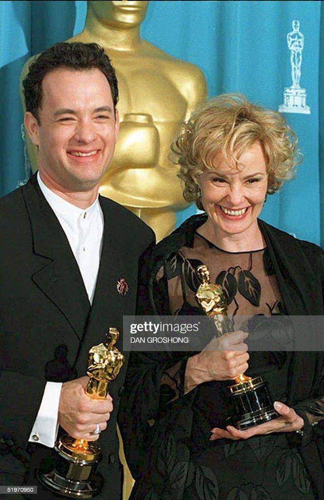 US actors Tom Hanks (L) and Jessica Lange pose wit : News Photo