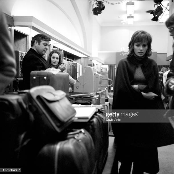 Actors Tom Lacy Katherine Helmond and star Jacqueline Bisset and director Stuart Hagmann on the set of the Israel Horovitz movie Believe In Me in...