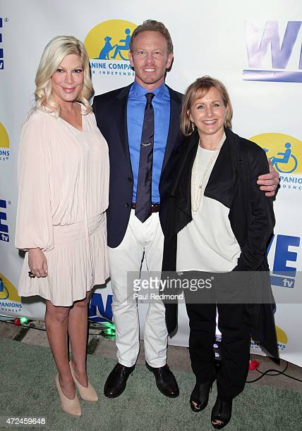 Actors Tori Spelling Ian Ziering and Gabrielle Carteris arrive at Ian Ziering's 'Pet Project' to raise awareness for Canine Companions for...