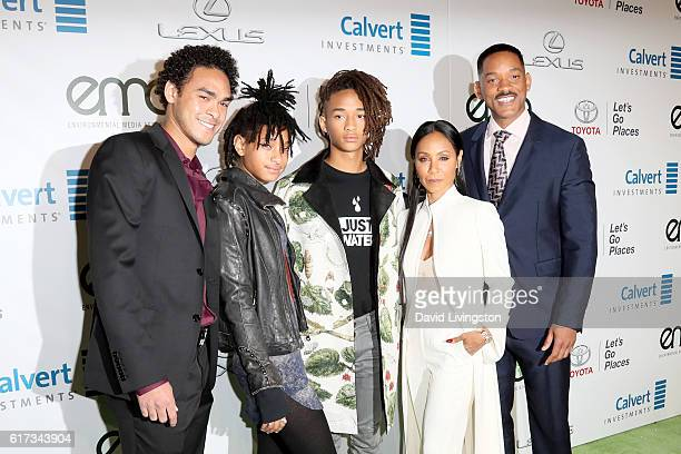 Actors Trey Smith Willow Smith Jaden Smith Jada Pinkett Smith and Will Smith attend the Environmental Media Association 26th Annual EMA Awards...