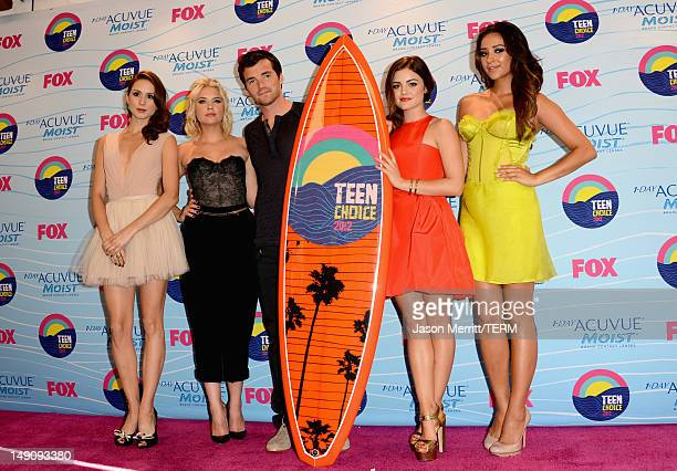 Actors Troian Bellisario Ashley Benson Ian Harding Lucy Hale and Shay Mitchell pose in the press room during the 2012 Teen Choice Awards at Gibson...