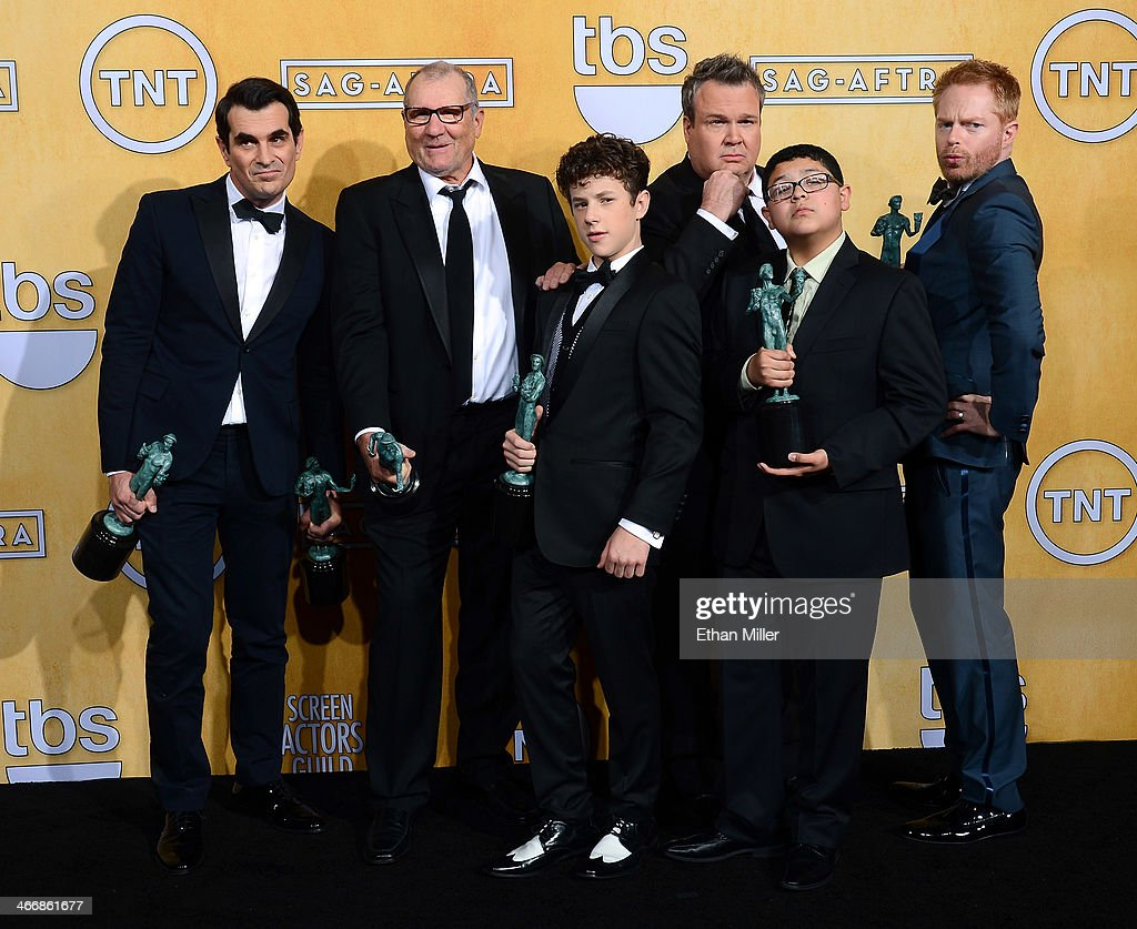 ¿Cuánto mide Eric Stonestreet? Actors-ty-burrell-ed-oneill-nolan-gould-eric-stonestreet-rico-and-picture-id466861677