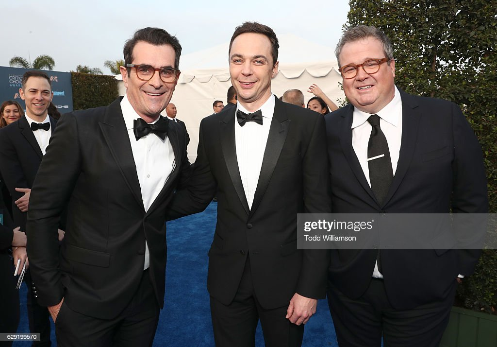¿Cuánto mide Eric Stonestreet? Actors-ty-burrell-jim-parsons-and-eric-stonestreet-attend-the-22nd-picture-id629199570