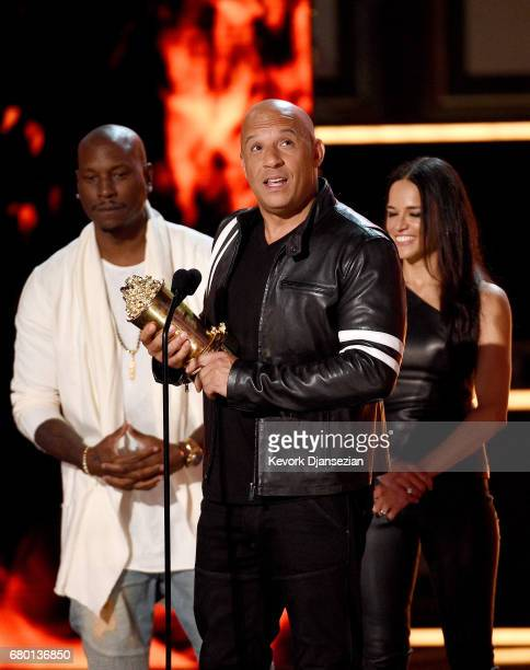 R Actors Tyrese Gibson Vin Diesel and Michelle Rodriguez accept the MTV Generation Award for 'The Fast and the Furious' franchise onstage during the...