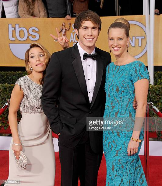 Actors Vanessa Lengies Heather Morris and guest arrive at the 19th Annual Screen Actors Guild Awards at The Shrine Auditorium on January 27 2013 in...