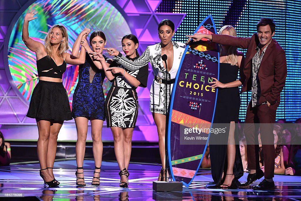 Actors Vanessa Ray, Lucy Hale, Janel Parrish, Shay Mitchell, Ashley Benson and Ian Harding accept the Choice